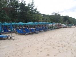 Surin Beach Strandliegen Phuket Thailand